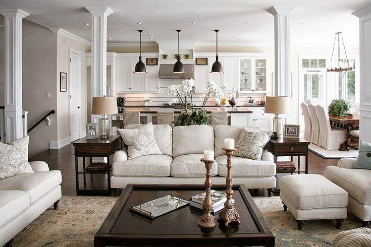 Нравится: стены, лампы над стойкой, люстра над столом, тумбочки возле дивана, кухонный гарнитур, обеденный стол у окна, пуфик, багеты и плинтуса. Не нравится: настольные лампы, чехлы на стулья, ковер