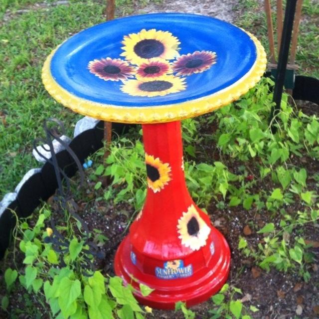 Paint My Plain Old Concrete Bird Bath Projects Garden Crafts Outdoor Gardens