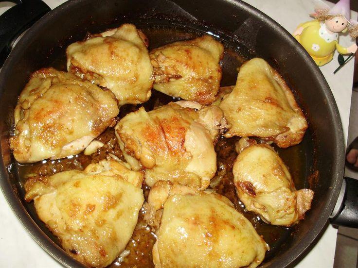 Lábasban sült csirkecombok