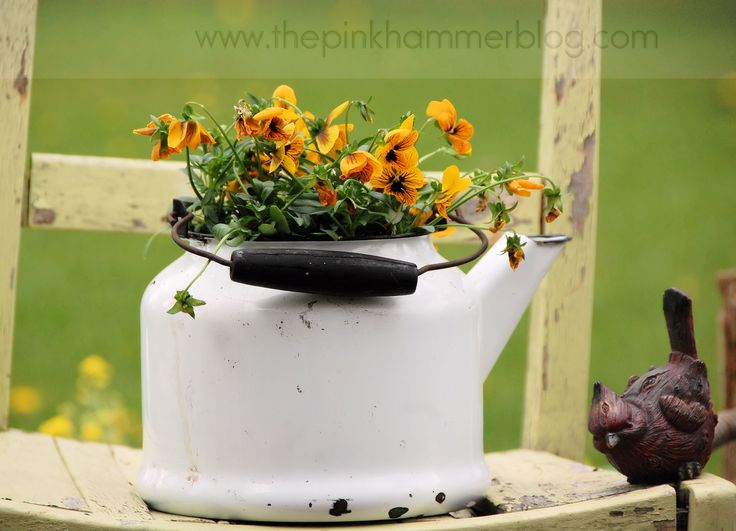 Primitive planters | Creative container gardens.   This blog post is featured on Pretty Handy Girls talent parade.   by Kelly Whitman | The Pink Hammer Blog  http://www.thepinkhammerblog.com
