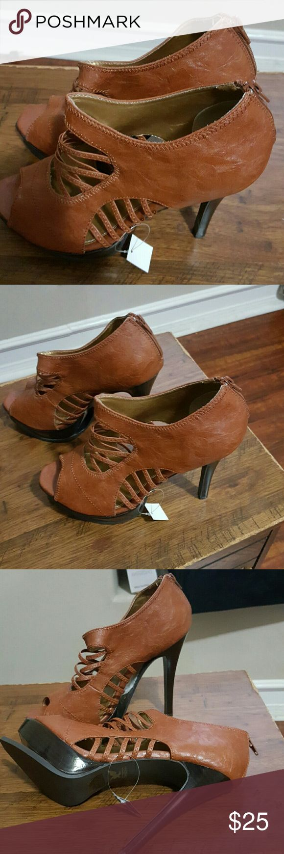 Lovely brown high hill shoes Brown leather, no ware and tare.... Shoes Heels