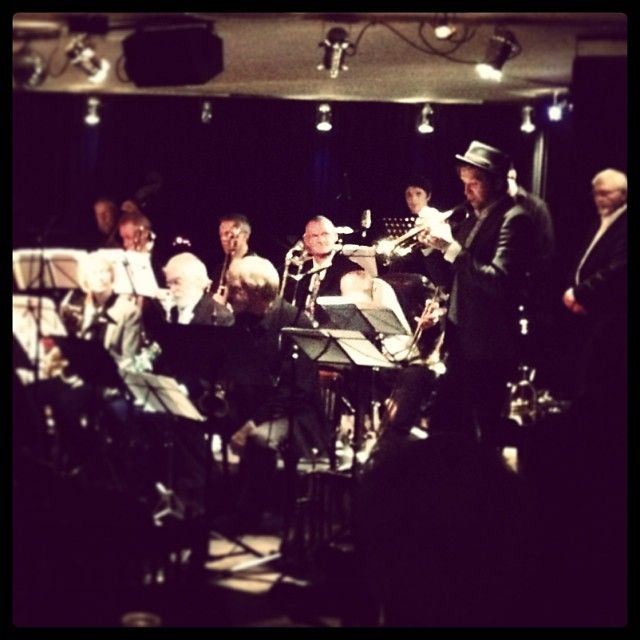 Dunkel søndagstung humøropløftende stemning på Dexter. #odense #bigbandworkshop5000dk #tomaszdrabowski #jazz #bigband #trumpet #sunday #odense www.thisisodense.dk/4062/tomasz-dabrowski-and-bigband-workshop