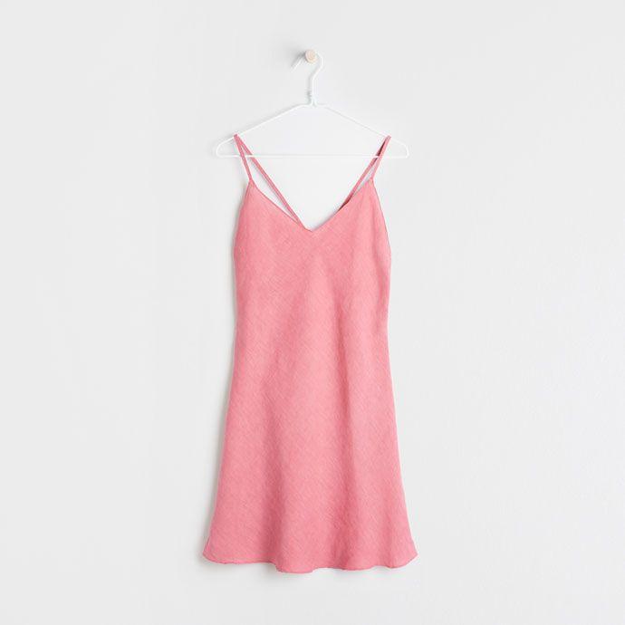 Billede 5 af produktet: Koralrød natkjole i hør
