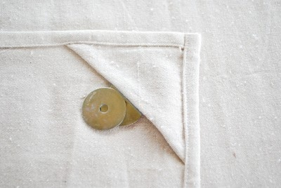 Picnic tablecloth tutorial - how to keep a tablecoth from blowing away