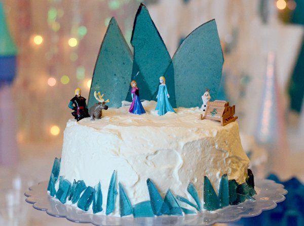 gateau-anniversaire-la-reine-des-neiges-idées-déco-la-reine-des-neiges-gateau-à-faire-soi-meme
