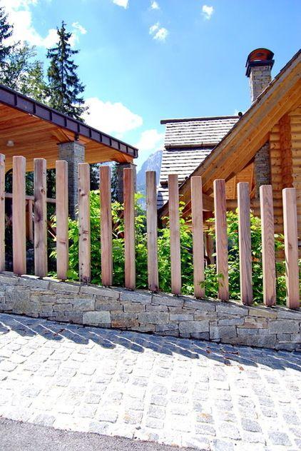 rustic landscape by Landscape d.o.o. Slovenia - vertical fence