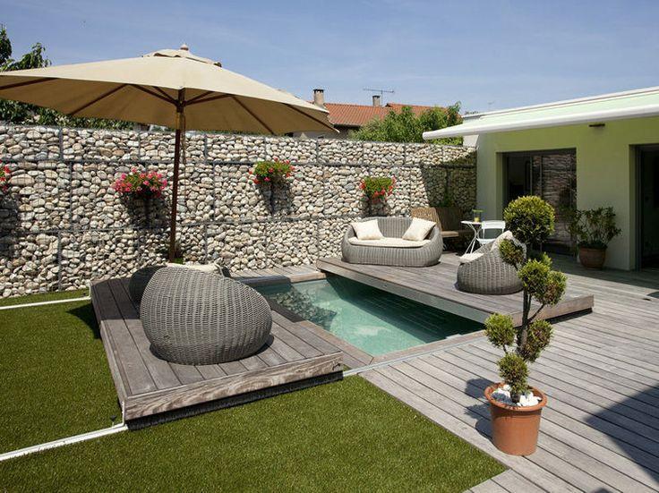 Ingénieuse piscine sous la terrasse