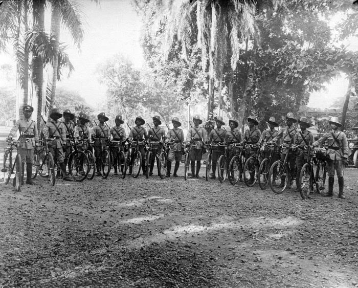 bicycled dutch indies police in bali, 1901