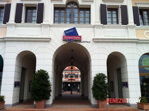 Veneto: #Periodo di #saldi ma gli sconti non bastano: rubano capi d'abbigliamento all'outlet in fuga (link: http://ift.tt/2j49gSK )