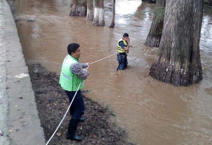 Amigos ebrios lo avientan al río en Durango; muere ahogado