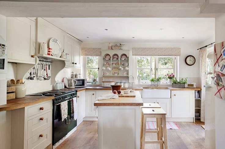 Using floral prints and a pastel palette, June Willison and Barry Monk have turned an unloved Victorian cottage conversion into a charming country-style home