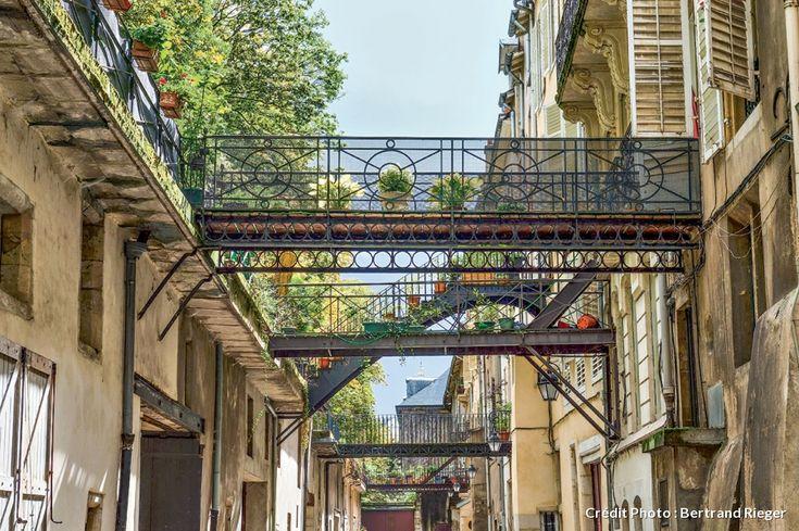 La rue des Écuries, Nancy ✿✿✿✿✿✿✿✿✿✿✿✿✿✿✿   Découvrez les merveilles de l'art nouveau  lors de votre séjour dans notre hôtel Cerise Nancy: https://www.cerise-hotels-residences.com/fr/hotels-et-residences/details/nancy