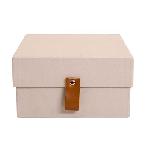 Box DETALJ rosa. 23x16,5x9 cm. Förvaringslåda i matt FSC-märkt papper och med flärp i läderimitation. Finns i fler färger och storlekar.