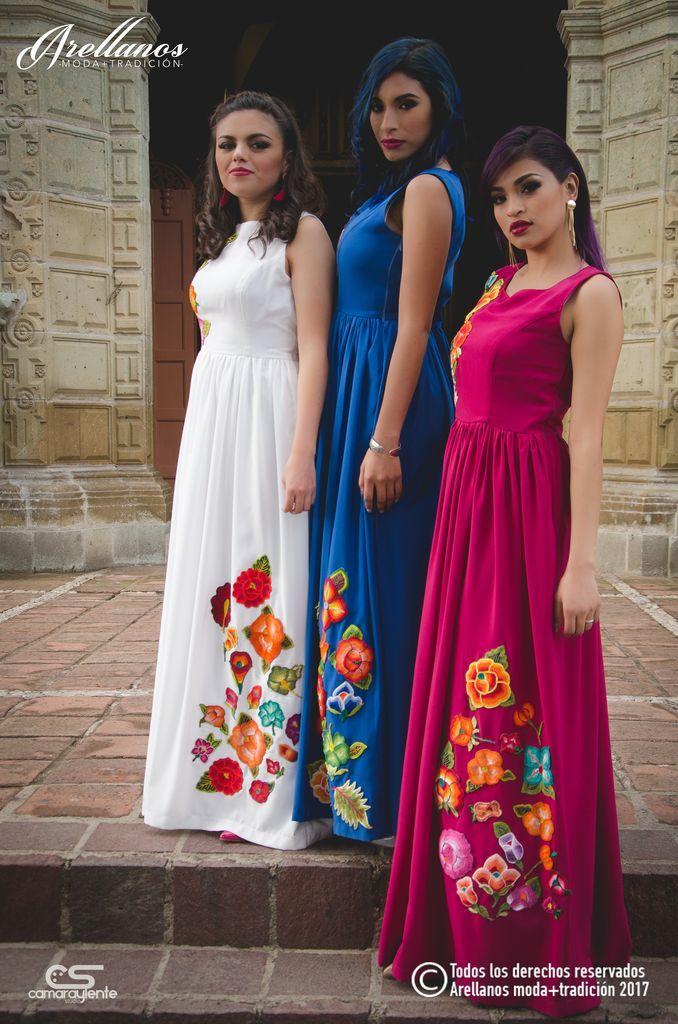 Teresa - Arellano's - Folklor a la Moda-Tela: Toque de seda Tipo de bordado: A mano con ganchillo Región en la que se elabora: Istmo de Tehuantepec Diseño: Vestido con falda plisada sin mangas