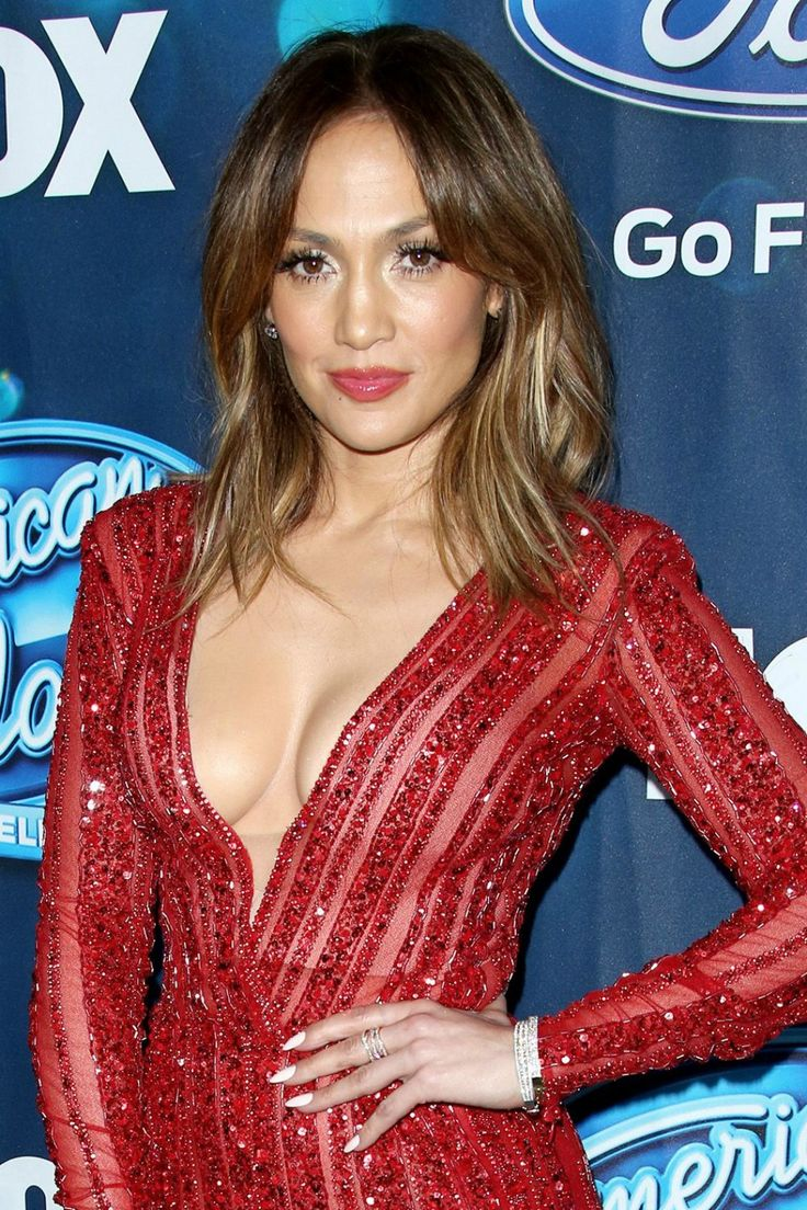 Jennifer Lopez Looking Amazing As Ever With Loose Waves At American Idol Event, 25th Feb.