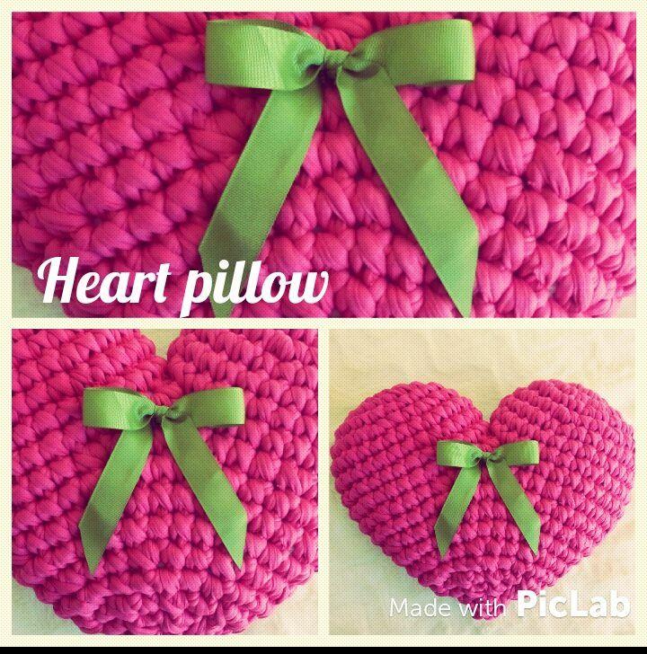 Almofada em crochet com laço <3 Heart Pillow crochet