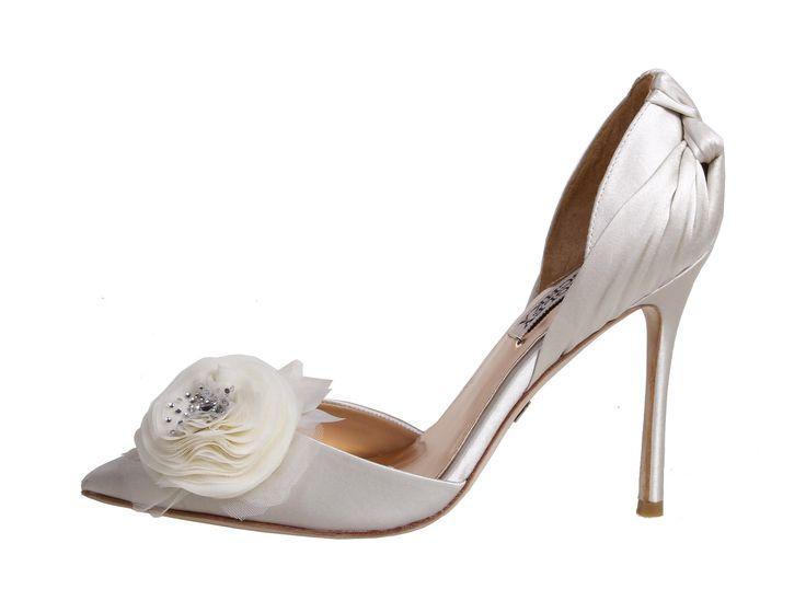 Wedding day inspiration from Kleinfeld Canada: Badgley Mischka shoes, Genny Ivory