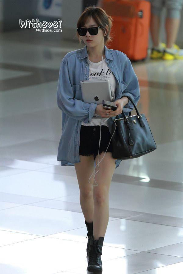 SNSD - Taeyeon | Korean Stars / Airport Fashion / Casual Style / | Pinterest | Denim button up ...