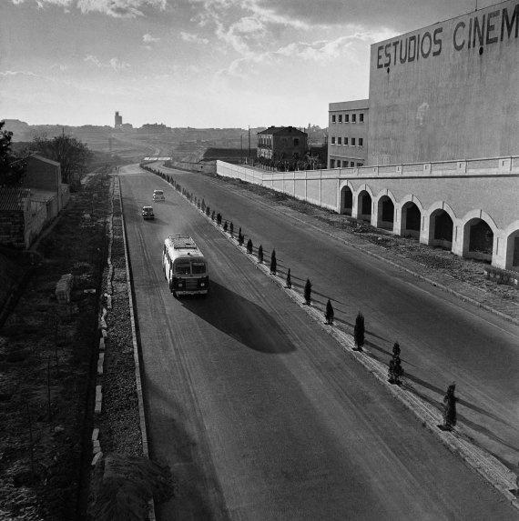 """""""Avenida de América"""", (Madrid), ca. 1950 / Photo by Francesc Català-Roca"""
