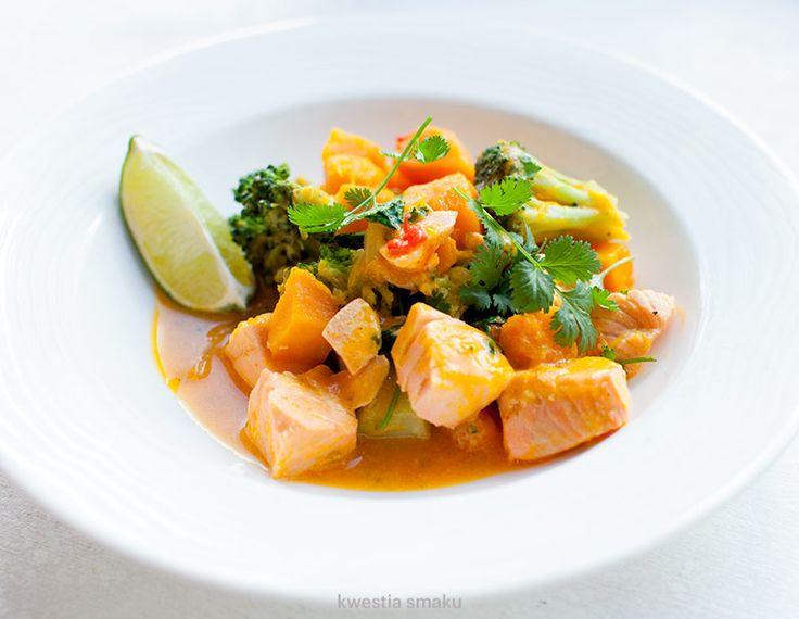 Curry z dynią, łososiem i brokułami