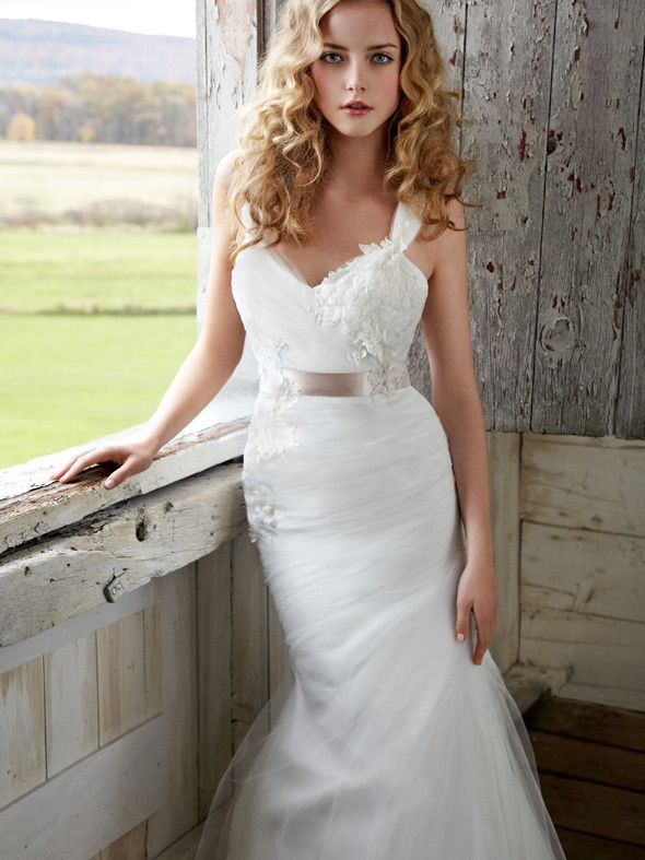 Floral Organza Sleeveless Wedding Dress with Lace Appliques and Satin Sash