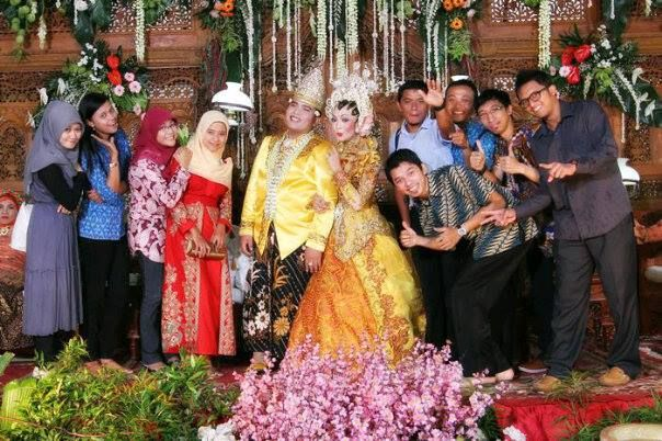 Thank's my friends for attending my wedding party on Saturday, 8 Juny 2013. I'm very happy...