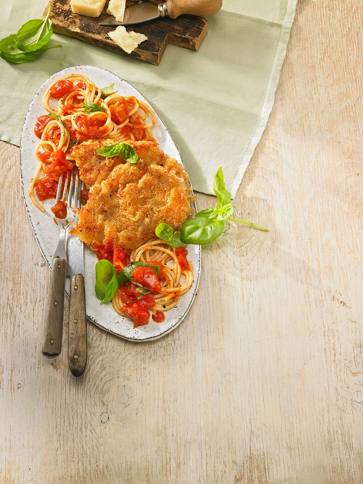 Tomatenspaghetti mit Parmesanschnitzel