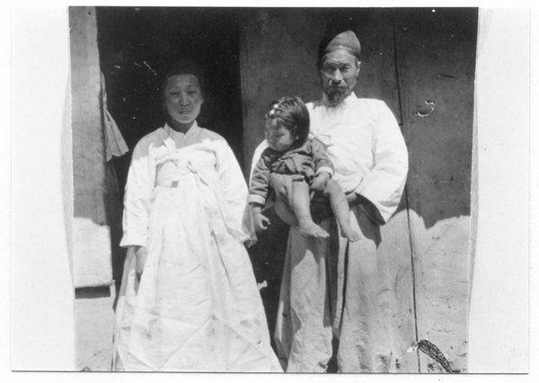 """Natives coolie class, Old Korea."" Dana Winston Leeke, 1914-1918. Ada A. Leeke Collection, Center for Korean Studies Digital Archive, USC."