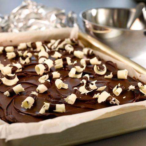 Sjokoladekake som passer bra til å lage bursdagskaker