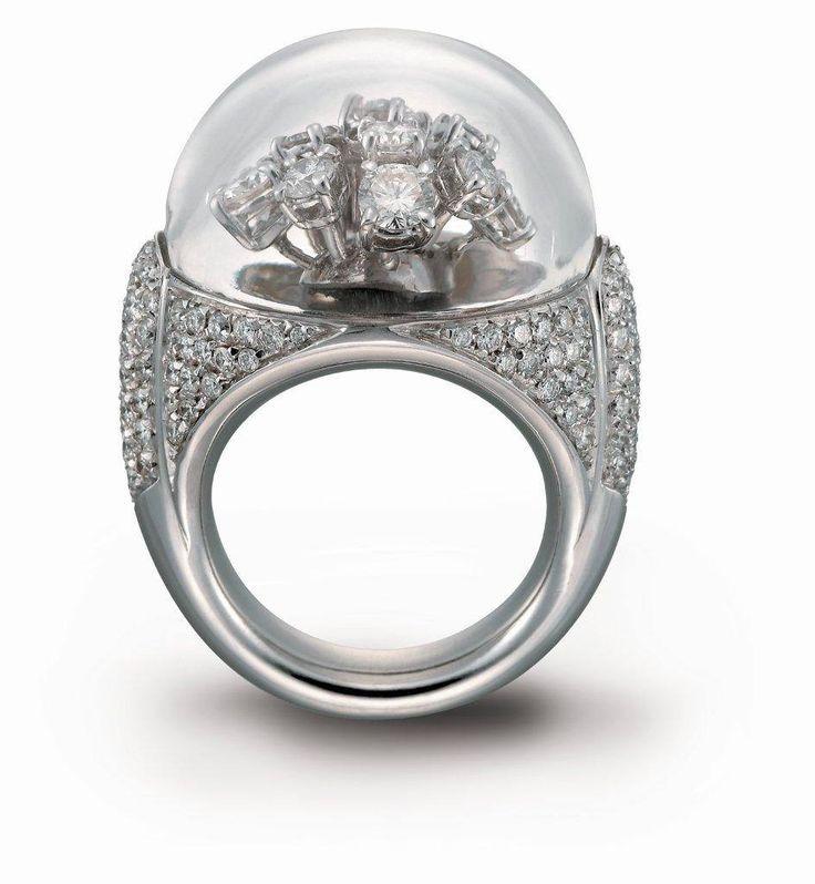 """Anello """"Fiocco di Neve"""" in oro bianco e diamanti con cupola in cristallo di rocca #curnis #gioielli #masterpiece #diamonds #gioielleria #lusso"""