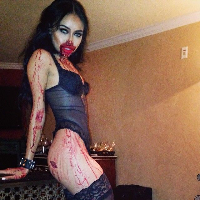 Sexy zombie wants to eat me :0