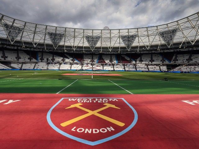 Domingos Quina signs first professional contract at West Ham United