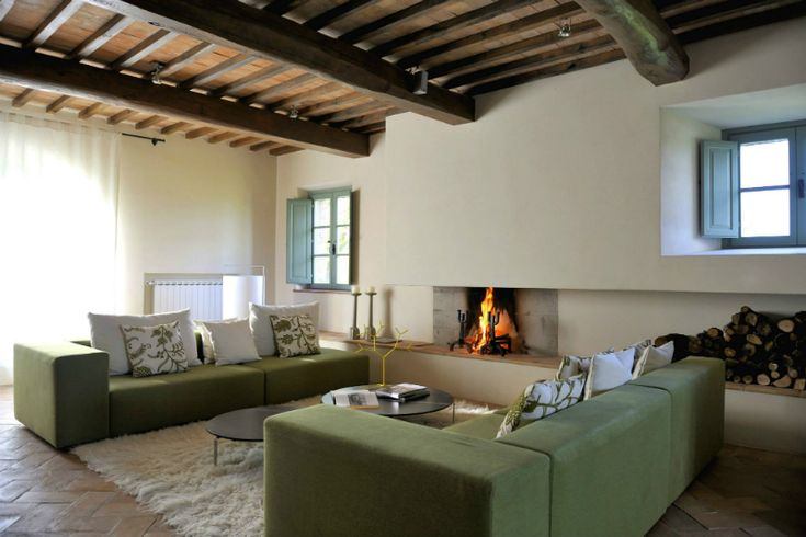 Simple luxury and distinctive furnishings makes this gorgeous villa a great place to kick up your heels and enjoy the surrounding of the beautiful rural Tuscan landscape. It's elegance and...