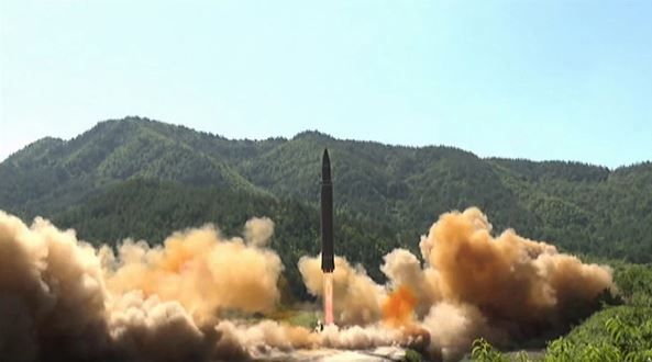 한국일보 : 정치 : 北, ICBM 추정 미사일 도발: WORLD 9TH N KOREA'S ICBM BLAST OFF !
