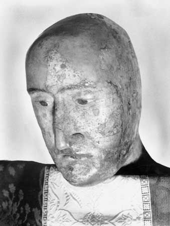 The earliest European death mask is that of England's King Edward III, who reigned from 1327 to 1377.