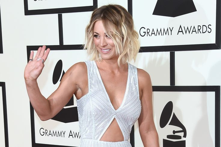 2016 Grammy Awards: Kaley Cuoco's Pantsuit Steals the Show