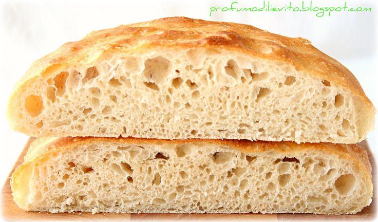 E' tutto nel nome, è una via di mezzo tra un pane e una focaccia. Mollica areata e crosta morbida, lo rendono particolarmente adatto alla f...