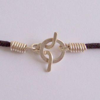 Tutorials | JewelryLessons.com neat idea for a clasp