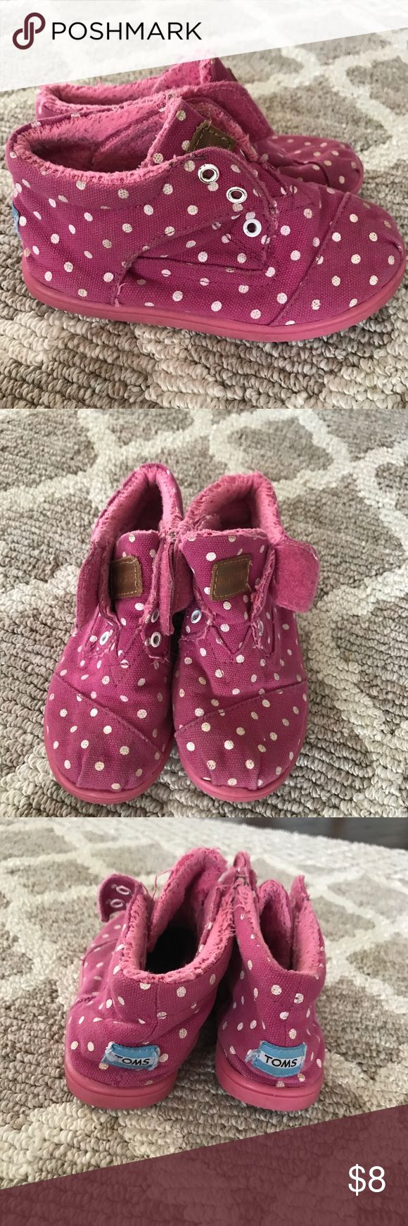 Toms Botas pink Size 10 toddler girls Such CUTE shoes. Comfy and easy to put on. Goes with anything. Good condition. Toms Shoes Boots