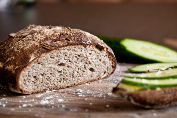 Bramborový kváskový chléb s vlašskými ořechy | KITCHENETTE