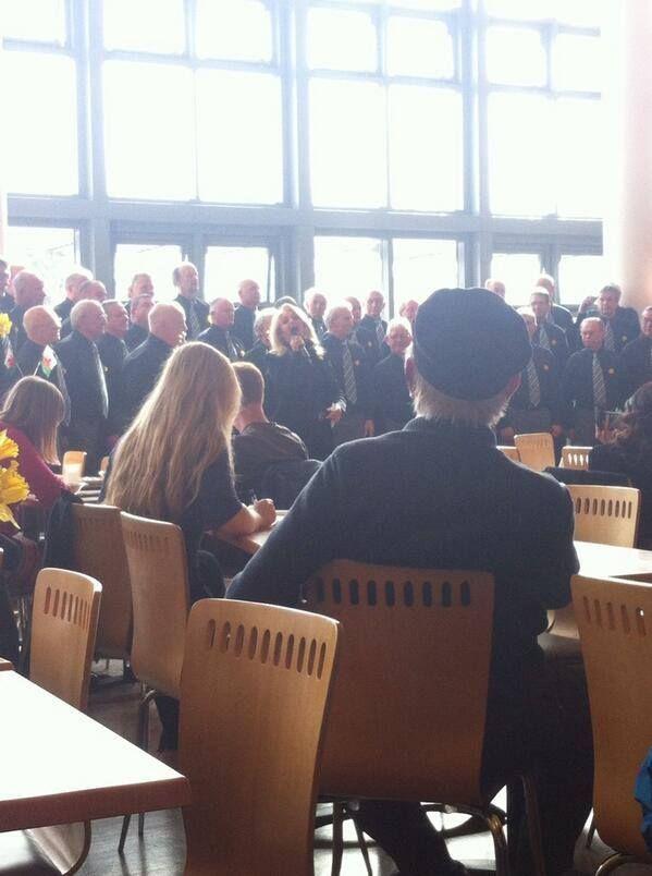#bonnietyler #StDavidsDay #FultonHouse #SwanseaUniversity  Photo: Hannah Madgwick — at Swansea University.    http://www.the-queen-bonnie-tyler.com/