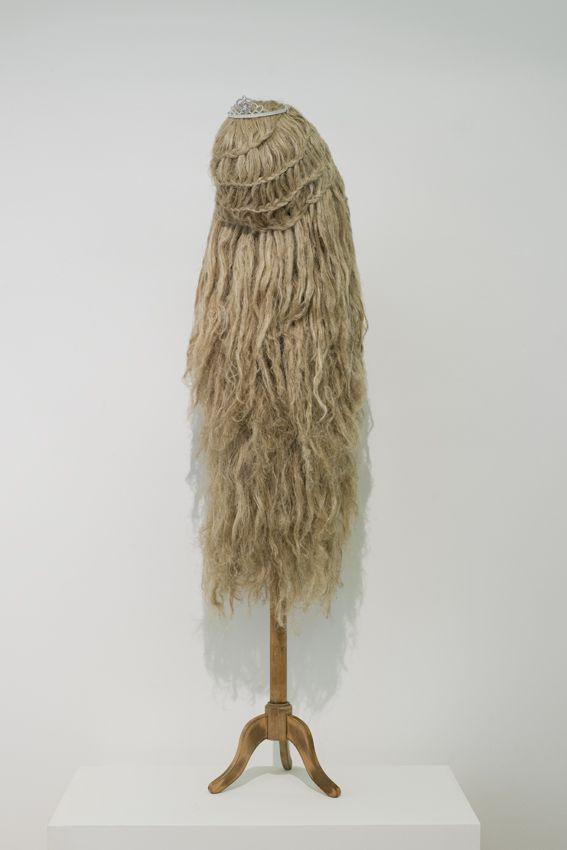 Elodie ANTOINE - Princesse au diadème, 2014, cotton and hemp, 168x40x55cm, unique