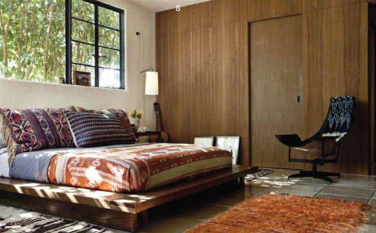 the bed + the window = perfect cozy times. I could do without the wood paneling, though.