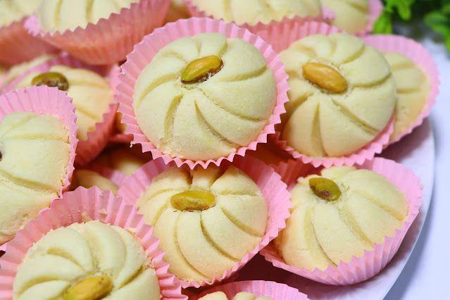 حلوة الوردة فخمة راقية ولذيذة جدا بمكونات بسيطة ومتوفرة في كل بيت الغريبة الشامية بتدوب في الفم بدون قالب حلويات العيد 2020 مع رباح محمد ال Food Desserts Eid