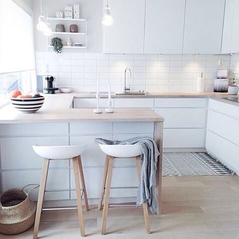 One of my top 10 Nordic kitchens on my recent blogpost is that of @frukleppa  | Don't forget to vote for your favourite pic to win the @immyandindi 150K comp, head 2 posts back to pick your fave
