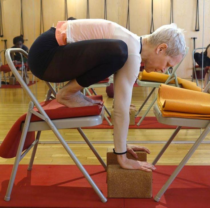 Les 173 meilleures images du tableau yoga sur pinterest for Chaise yoga iyengar