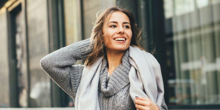 Wil je een jurk, trui of shirt in een model dat perfect bij je past? Dan is het ook belangrijk om op de halslijn te letten. Daarmee komt je figuur nóg beter uit. Maar welke halslijn past bij je figuur én staat het mooist bij je gezicht? We leggen het uit. Om de juiste halslijn…