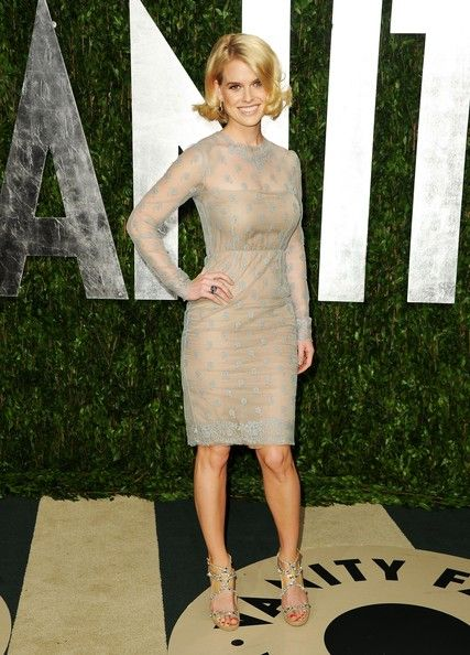 Alice Eve Photos Photos - Actress Alice Eve arrives at the 2012 Vanity Fair Oscar Party hosted by Graydon Carter at Sunset Tower on February 26, 2012 in West Hollywood, California. - 2012 Vanity Fair Oscar Party Hosted By Graydon Carter - Arrivals