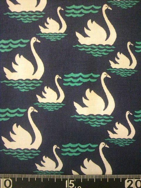 スワン柄  素材:綿100%  サイズ:110丈×50センチ幅 スワン 白鳥 生地 布地