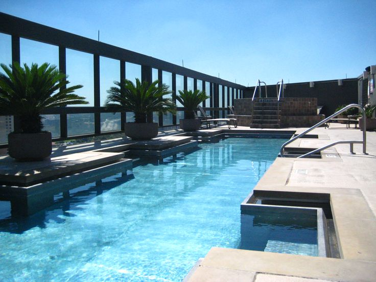 The 25 best rooftop pool ideas on pinterest infinity for Rooftop swimming pool